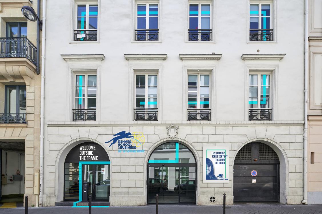 新校区位于巴黎9区,Saint-Lazare火车站附近(9 rue d'Athènes),距离蒙帕纳斯有20分钟的路程, 交通可谓非常的方便!